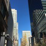 丸の内 高層ビルと青空