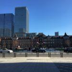 丸の内 東京駅の駅舎と青空